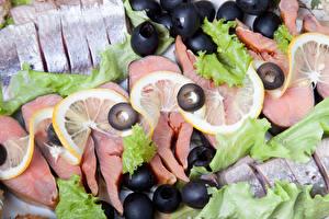 Фотография Морепродукты Рыба Оливки Лимоны
