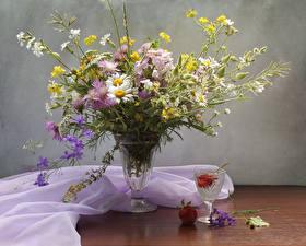 Фото Натюрморт Букет Ромашки Васильки Вазе Рюмка Цветы