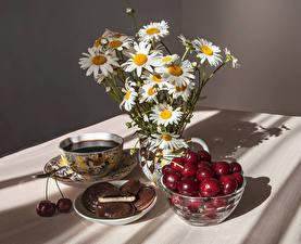 Фотографии Натюрморт Ромашки Кофе Черешня Печенье Чашка Цветы