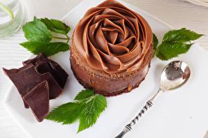 Фотографии Сладости Шоколад Пирожное Дизайн Ложка Листва Пища