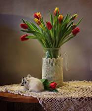 Картинка Тюльпаны Ваза Стол Цветы