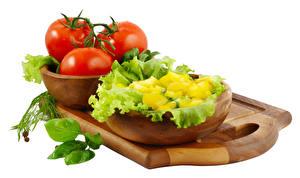 Фотографии Овощи Томаты Белый фон Разделочная доска Пища
