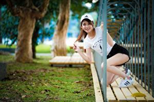 Картинки Азиаты Миленькие Бейсболка Девушки