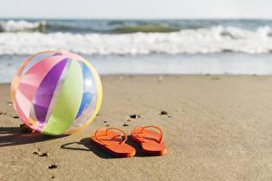 Картинка Пляж Песок Мяч Шлепки Природа