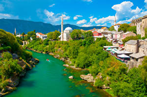 Фотографии Босния и Герцеговина Дома Реки Кустов Дерево Mostar город
