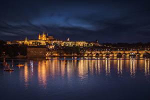 Картинка Чехия Прага Дома Речка Мост Карлов мост Ночь Города