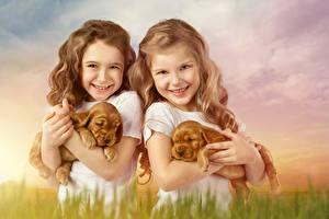 Фотография Собаки Два Девочки Улыбается Щенка Взгляд Дети Животные