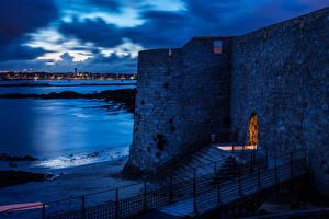 Фотографии Франция Крепость Вечер Берег Лестница Port-Louis Brittany Города