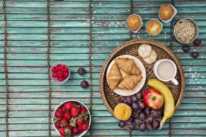 Фото Виноград Круассан Клубника Завтрак Пища
