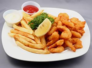 Фотография Мясные продукты Картофель фри Лимоны Тарелка Кетчуп Пища