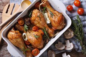 Фотографии Мясные продукты Курица запеченная Грибы Продукты питания