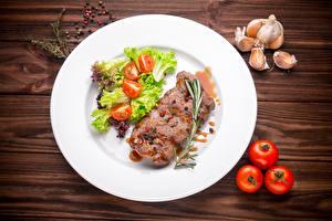 Фото Мясные продукты Помидоры Чеснок Овощи Тарелка Еда
