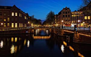 Фотографии Нидерланды Амстердам Здания Мосты Водный канал Ночь