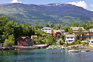 Фотографии Норвегия Берег Здания Пирсы Катера Холмы Balestrand Города