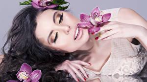 Фотография Орхидеи Пальцы Лицо Брюнетка
