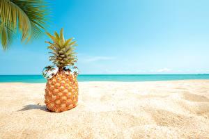 Картинка Ананасы Песок Очки Пляжи