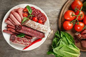 Обои Колбаса Овощи Помидоры Тарелке Нарезка Еда
