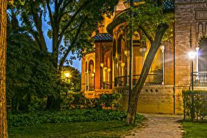 Фотография Испания Здания Вечер Музеи Уличные фонари Дерева Pabellon Mudejar Sevilla город