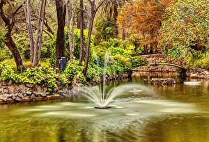 Картинка Испания Парки Фонтаны Пруд Мосты Деревья Seville Maria Luisa Park