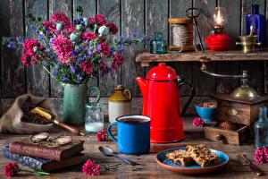 Картинки Натюрморт Букеты Гиацинты Чайник Книга Очки Кружка Пища