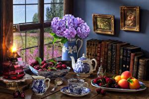 Фотография Натюрморт Букеты Гортензия Керосиновая лампа Чай Вишня Абрикос Книга Чашка Пища