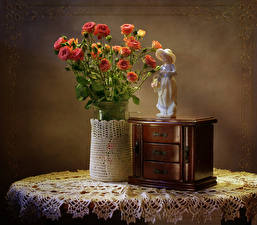 Картинка Натюрморт Букеты Розы Скульптуры Стол цветок