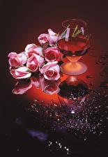 Фото Натюрморт Вино Розы Бокалы Розовый Цветы