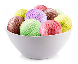 Обои Сладости Мороженое Белым фоном Шарики Разноцветные Продукты питания