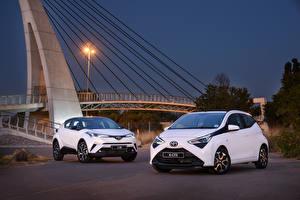 Обои Toyota Двое Белый Aygo,C-HR Автомобили картинки