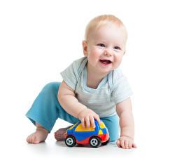 Фото Игрушки Белый фон Младенцы Улыбается Ребёнок