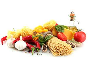 Фото Овощи Чеснок Перец Томаты Сыры Белый фон Макароны Продукты питания