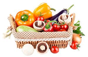 Фото Овощи Перец овощной Грибы Помидоры Белый фон Корзина Еда