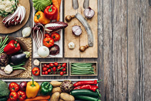 Картинки Овощи Томаты Перец овощной Баклажан Лук репчатый Доски Разделочная доска