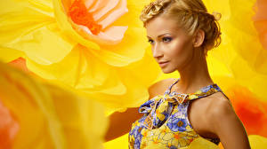 Картинки Блондинка Смотрит