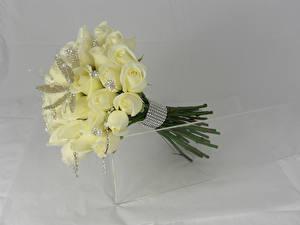 Обои Букеты Розы Украшения Серый фон Белый Цветы