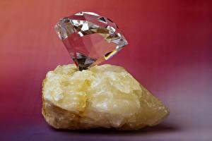 Фото Алмаз обработанный Камень