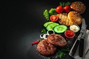 Фото Булочки Мясные продукты Огурцы Томаты Кетчупом