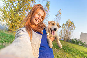 Фото Собаки Рыжая Смотрит Улыбка Селфи
