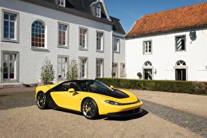 Картинки Ferrari Желтый Металлик 2014 Sergio Pininfarina Машины