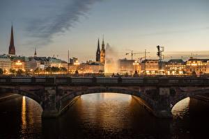 Фотографии Германия Гамбург Дома Реки Мосты Ночь