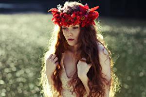 Обои Волосы Руки Рыжая Венок Девушки