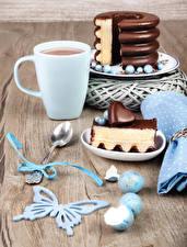 Фото Какао напиток Торты Шоколад Бабочки Чашка Часть Ложка Сердце Яйца Продукты питания