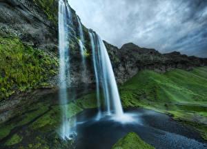 Картинки Исландия Водопады Скала Мхом Природа