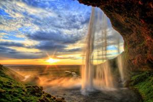 Фото Исландия Водопады Рассвет и закат Небо Скалы Мха Seljalandsfoss waterfall Природа