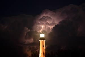Фотографии Маяки Небо Ночные Молния Облака Природа