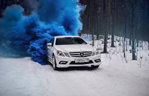 Фото Мерседес бенц Белый Купе e-class c207 Авто