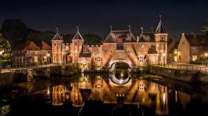 Картинка Нидерланды Дома Крепость Водный канал Ночь Amersfoort Utrech Города
