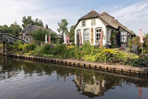 Картинка Нидерланды Здания Деревня Водный канал Дизайн Giethoorn