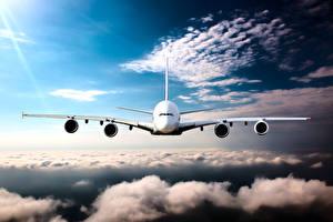 Фотографии Самолеты Пассажирские Самолеты Полет Облачно Спереди Авиация