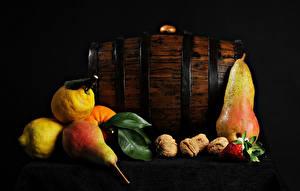Фото Груши Лимоны Орехи Клубника Столы Пища